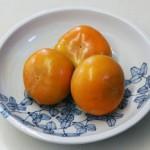 中谷青三郎さんの大皿に柿を・・・