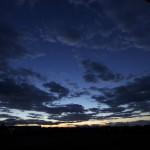 夜明け前の田園地帯です。