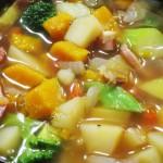 昨夜は具だくさんの根菜スープ。